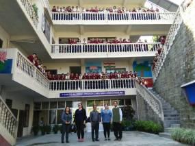 Hostellers with Zorina Pautu